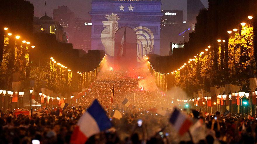 La France célèbre la victoire et attend ses héros!
