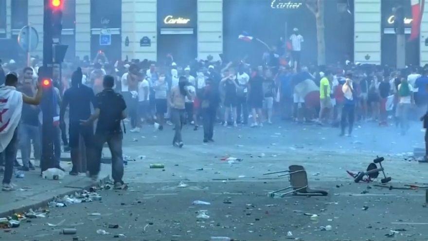 شغب في باريس وإخلاء شوارع خلال احتفالات فوز فرنسا بكأس العالم
