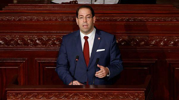 رئيس الوزراء التونسي يوسف الشاهد يتحدث أمام البرلمان في تونس يوم 21 نوفمبر