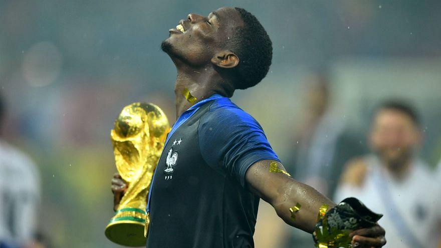 Paul Pogba avec la Coupe du monde, au comble du bonheur