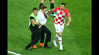 Dünya Kupası final maçındaki sürpriz protestoyu Pussy Riot üstlendi