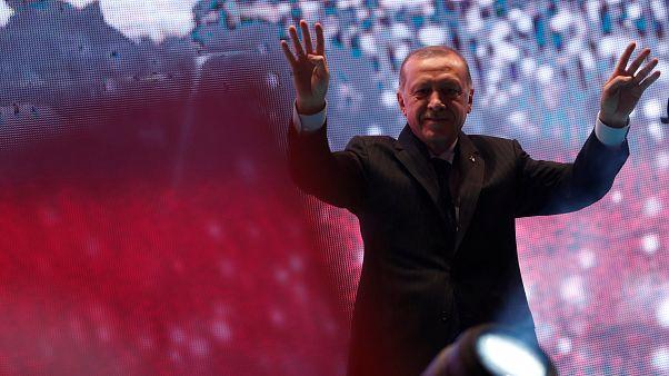 Απειλές Ερντογάν προς εσωτερικό και εξωτερικό