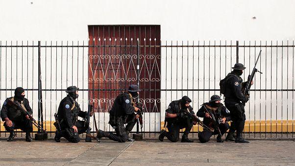 Nikaragua'da protestocuların kurduğu barikatlara operasyon