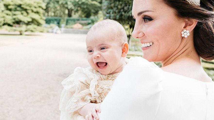A hivatalos képeken kívül még egy fotót osztott meg a hercegi pár
