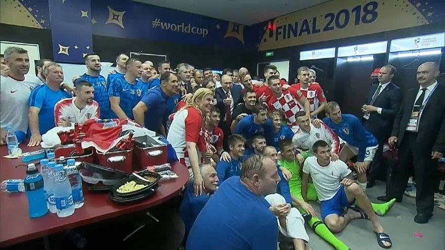 دفء مشاعر رئيسة كرواتيا يلطف أجواء نهائي كأس العالم وأمطاره