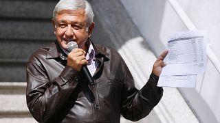Meksika'nın seçilmiş Devlet Başkanı Obrador maaşını yarıya düşürecek.