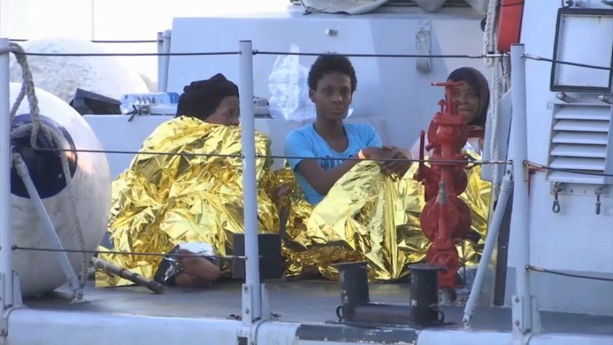 Flüchtlinge in Wärmedecken