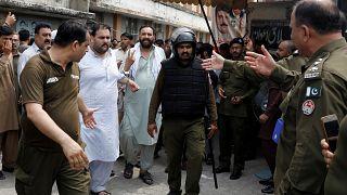 Pakistan'da 17 bin iktidar partisi üyesine seçim kanunu ihlalinden soruşturma
