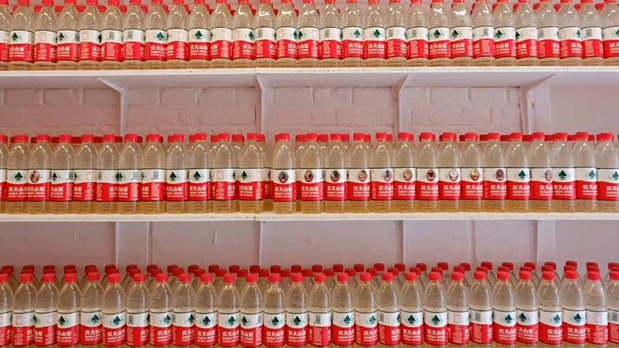 معرض لعشرة آلاف قارورة تحوي مياه شرب ملوثة