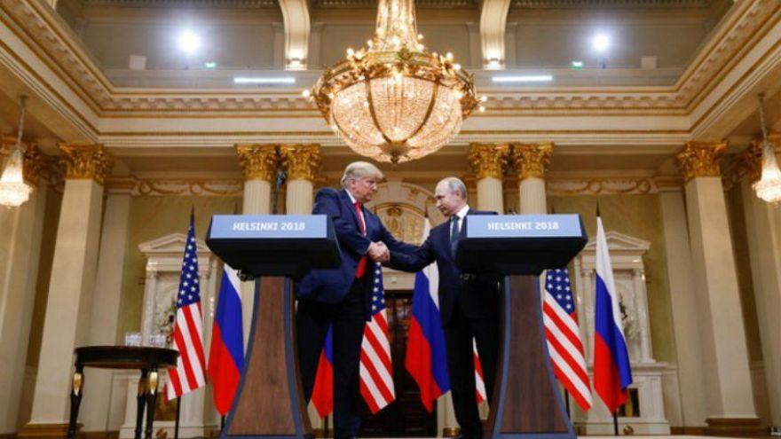 """مطر من الإدانات ينهمر على ترامب """"الخائن"""" بسبب وقوفه في صف بوتين"""