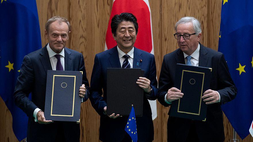 """UE e Japão assinam acordo comercial """"histórico"""""""