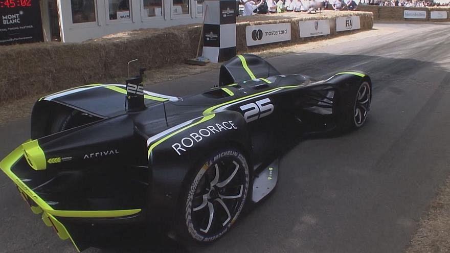 Erster fahrerloser Elektrorennwagen 'Robocar' absolviert 1,8 km Rennstrecke (Video)