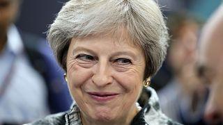 Başbakan May'in Brexit yanlılarına boyun eğmesi parlamentodaki konumunun zayıfladığını gösteriyor