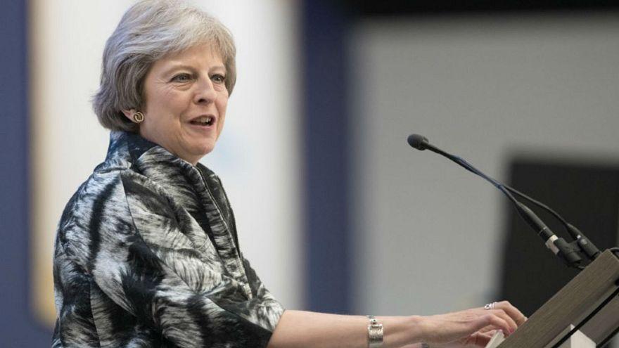 رئيسة الوزراء البريطانية تيريزا ماي تتحدث في معرض فارنبورو الجوي