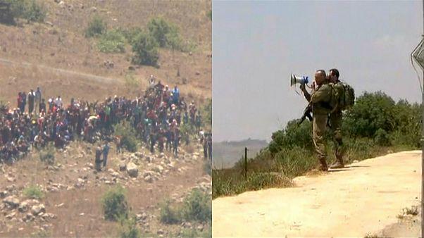 شاهد: ضابط إسرائيلي يمنع سوريين هاربيين من الاقتراب من السياج الحدودي الإسرائيلي بالجولان