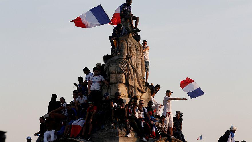 استقبال رسمی ماکرون از تیم ملی فوتبال فرانسه