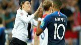 Dünya Kupası finalinde sahaya inen Pussy Riot üyelerine hapis cezası
