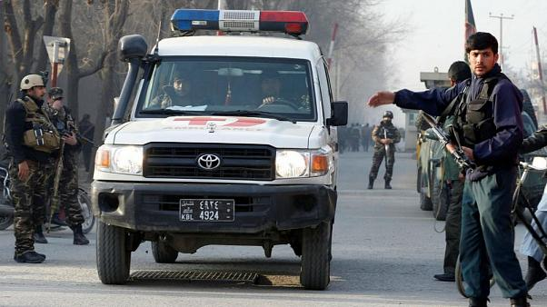 IŞİD Taliban'ı namazda vurdu: 15 ölü