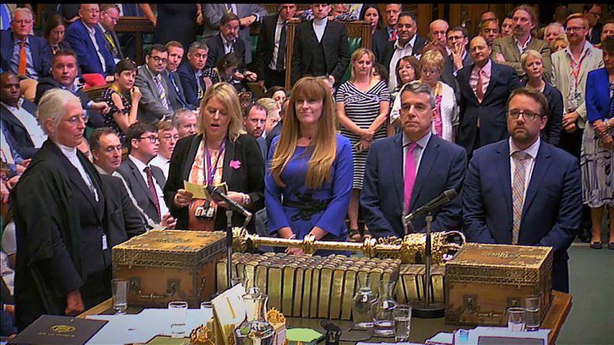 Um Haaresbreite: Theresa May entgeht Brexit-Niederlage
