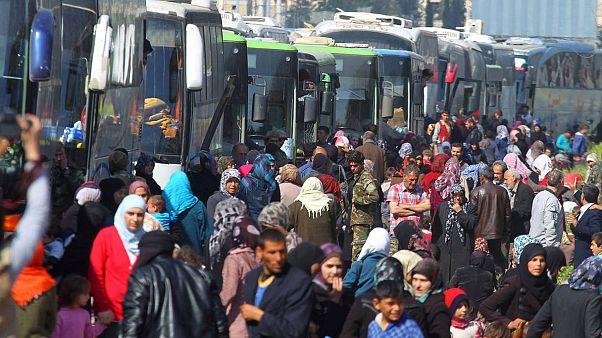 توافق برای پایان محاصره سه ساله؛ خروج ۶ هزار سوری از ادلب آغاز شد