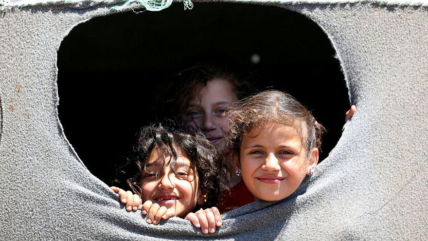 مصادر: اتفاقٌ بين المعارضة السورية وإيران لإجلاء سكّان قريتين شيعيتين بإدلب
