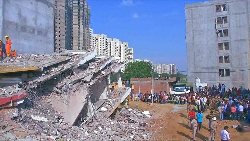 شاهد: مصرع 3 أشخاص في انهيار مبنى بنيودلهي