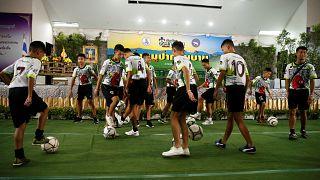 Jugendfußballer in Thailand dürfen erstmals aus dem Krankenhaus