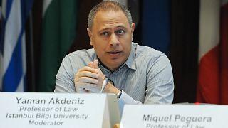 Bir konferans sırasında Prof. Dr. Yaman Akdeniz