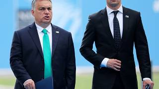 رئيس وزاء المجر فيكتور أوربان ووزير خارجيته بيتر سيارتو