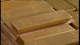 Россия избавляется от облигаций США и скупает золото