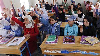 Bombalardan kaçan çocuklar nasıl doktor olacak? -Yunan adalarındaki mülteci çocukların eğitim sorunu