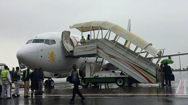 20 sene sonra Etiyopya-Eritre arasında ilk uçuşu yapan uçak hazırlanırken