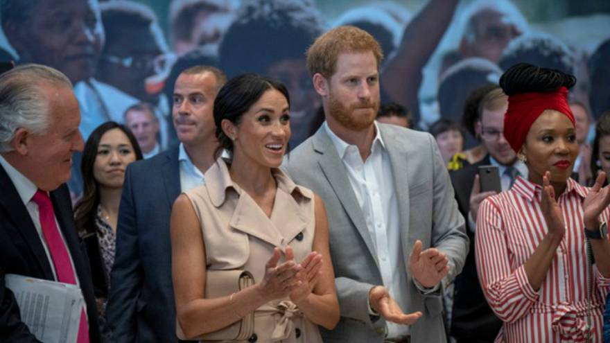 الأمير هاري وميغان يزوران معرضاً لنلسون مانديلا في لندن