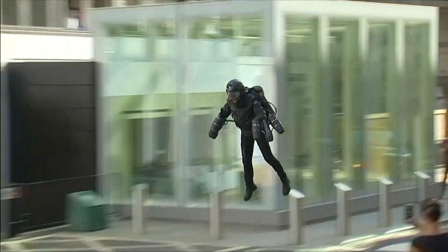 iron man kostüm londra uçan adam