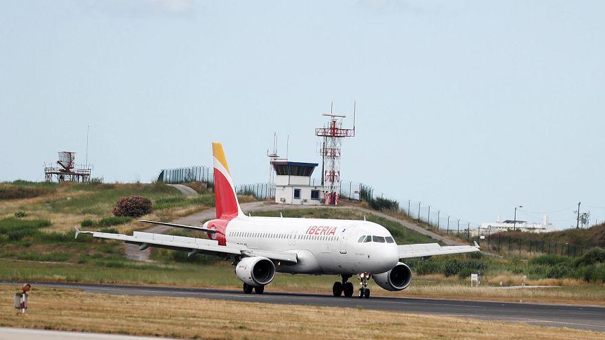 Un avión de Iberia en el aeropuerto de Lisboa