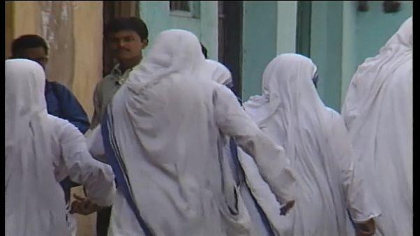 Traffico di neonati in India: bufera sulle Case di Madre Teresa