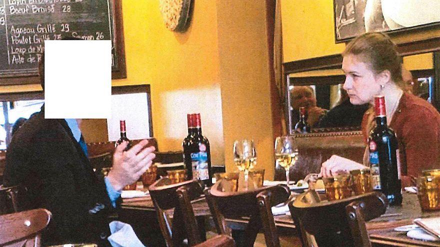 صورة يقول الإدعاء الأمريكي إنها لبوتينا بصحبة دبلوماسي روسي