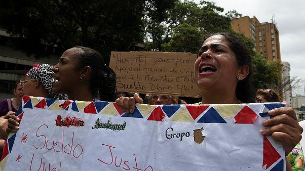 Protesta de trabajadores de un hospital en Caracas