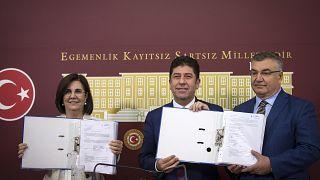 CHP'de kurultay için başlatılan imza toplama çalışması sürüyor: 526 imzaya ulaşıldı