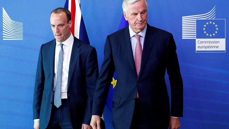 وزير شؤون البركسيت، دومينيك راب ، وميشيل بارنييه، كبير المفاوضين الأوروبيين