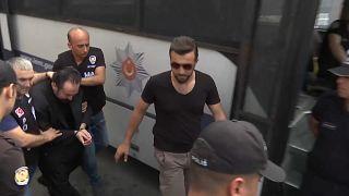 الداعية التركي عدنان أوكتار ينكر التهم الموجهة إليه ويقول إنه ضحية مؤامرة