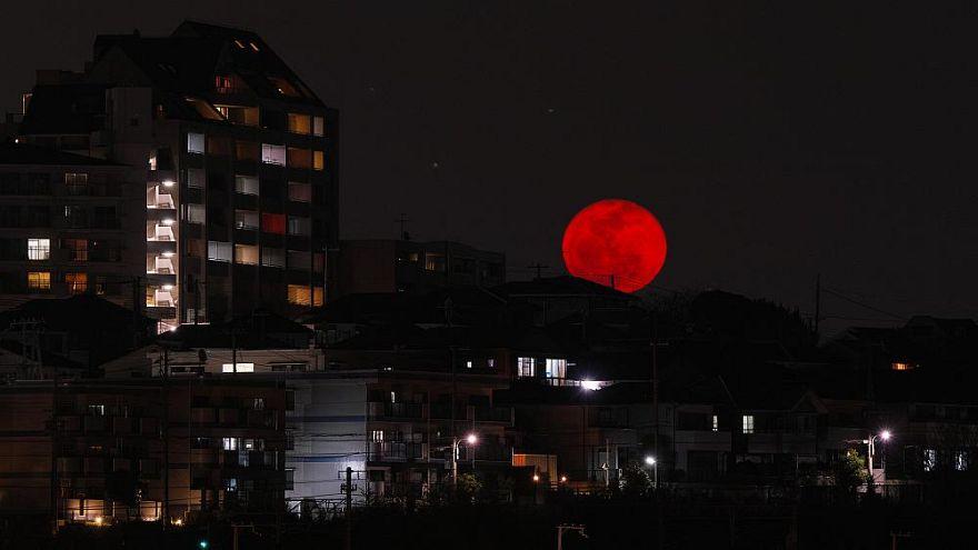 Kanlı Ay: Yirmibirinci yüz yılın en uzun ay tutulması
