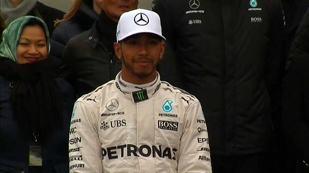 Hamilton to stay at Mercedes