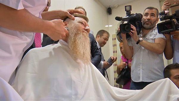 """""""OHAL baba"""" kaldırılan Olağanüstü Hal ile birlikte sakalına veda etti"""