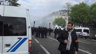 Советник Макрона избил демонстранта в Париже