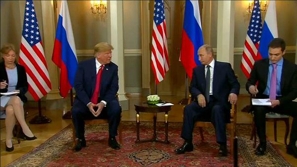 الرئيس الأمريكي دونالد ترامب ونظيره الروسي فلاديمير بوتين في أول لقاء