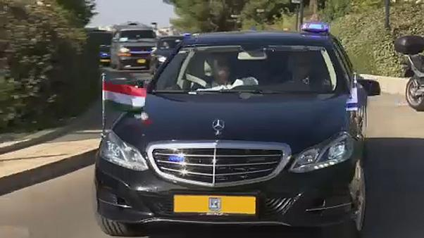 شاهد: أوربان يزور الحائط الغربي في القدس وناشطون يقطعون الطريق على موكبه