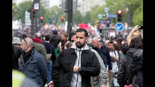 Kirúgták Macron tüntetőket bántalmazó testőrét