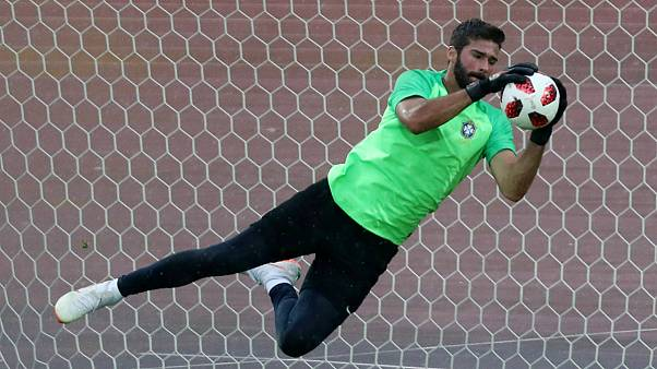 قرارداد السیون با لیورپول رکوردی تازه برای انتقال یک دروازه بان فوتبال