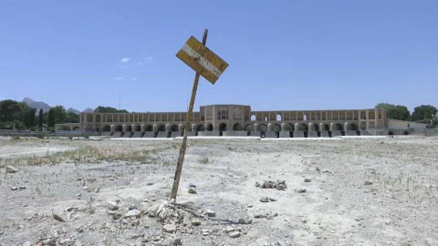 Irán: Fogytán a vízkészlet